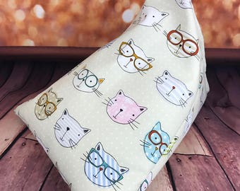 iPad/e.Reader/Kindle/Book Cushion - CATS WITH SPECS