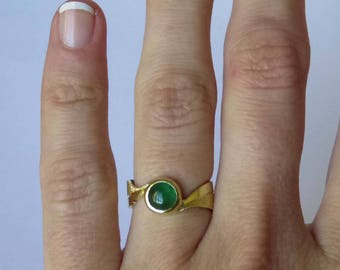 Emerald ring in 18K gold.