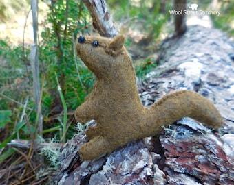 Stuffed small beaver, handmade felt beaver, soft toy, woodland animal, felt stuffed animal