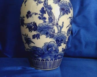 Vintage Blue & White Chinese Vase Floral Decoration
