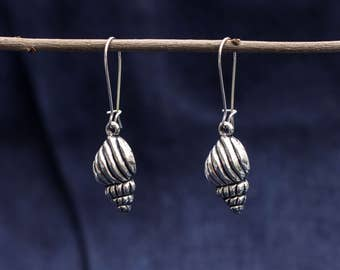 Earrings with shell in silver