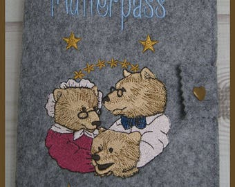 Nut case embroidered new motif made of felt with bear family,