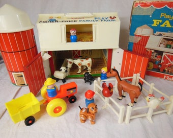 Fisher Price Family Play Farm - Barn, Silo and Accessories - 1967/1968