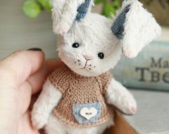 Artist Teddy bunny Joy. 4.9 inches