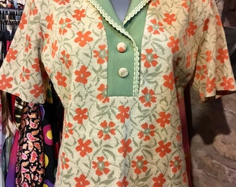 1960' MOD style floral short sleeves top. Size M/L.
