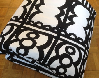 Black and white living room, little quilt quilting