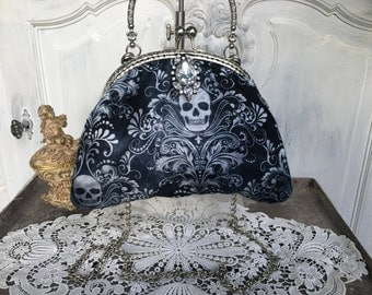 Handbag, evening bag, shoulder bag, iron skull