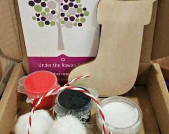 Christmas Stocking Kit, Children's craft kit, kids activity kit, Christmas craft, stocking filler, secret santa, Christmas eve, glitter