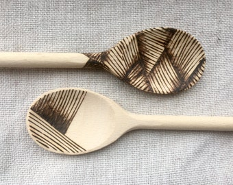 Crosshatch pyrography wooden spoon set
