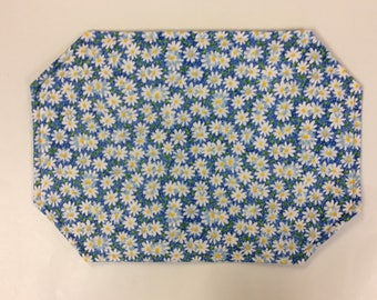 REVERSIBLE/DAISY PLACEMATS/Set of 4 or 6