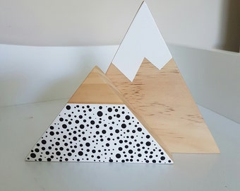 Shelfies / Set of two / shelf triangles / shelf mountains / wooden shelfie