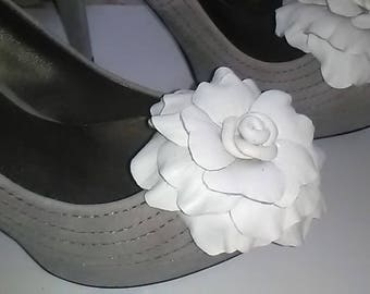 Leather Shoe Clip, Flower shoe clip, Set of 2, White leather rose, Rose shoe clip, Shoe Clips, Rose clips,  Italian handmade.