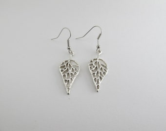 Thin leaf earrings
