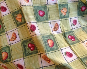50's round tablecloth. Lovely fabric. 50ins diameter