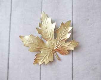 Maple leaf brooch Gold Leaf pin Gold Brass brooch Nature Woodland Wedding Bridesmaids Bridal Gifts for her Women jewelry