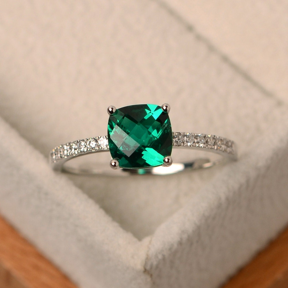 Emerald ring green emerald ring green engagement ring for Emerald green wedding ring