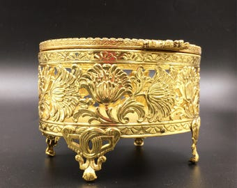 1950's Vintage Hollywood Regency trinket jewelry box, with ornate detailed flowers.