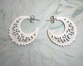 "Vintage White Filigree Hoop Metal earrings,post,for pierced ears,1"",Pre-owned,costume jewelry,victorian style"