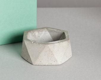 small concrete Bowl in uni color or with copper finish / kleine Betonschale