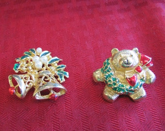 2 Christmas Pins - Lot 4