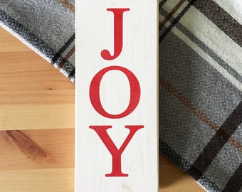JOY // Christmas signs // Wood signs // Joy sign // Christmas decorations // Red and White // Rustic signs // Farmhouse signs