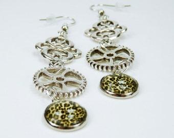 Earrings gears with Leopard pattern on Silver earrings earrings jewelry hanging earrings steampunk gear Leopardskin retro