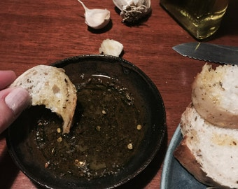 Garlic and oil bread dipper bowl