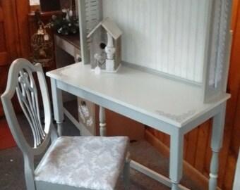 Unque Shabby Chic Wood Desk/Hutch Set