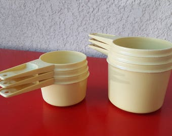Complete set of 6 Vintage Tupperware Measuring Cups