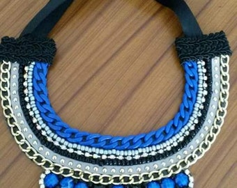 Maxicollar with blue and black stones