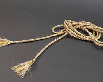 A japanese string of golden color    Can be used as a fashion accent or craft material.