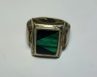 Vintage Sterling Silver Malachite and Onyx Inlaid Ring, Cabochon Magical Ring, Size 8.5, Solid, Good Silverwork, Vinta Condition,needs polis