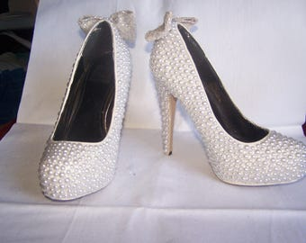 White pearl and glitter bow, Size 7