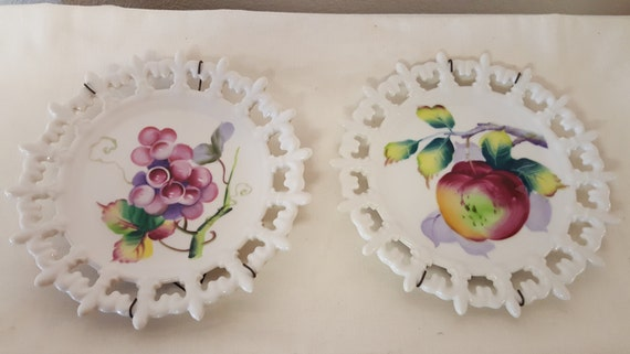 Pair Of Vintage Lefton Fruit Plates With Hangers Lefton