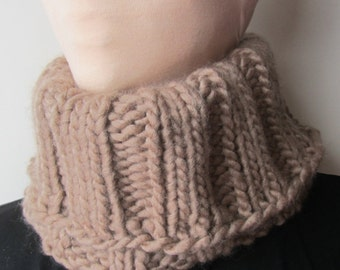 Beige Chunky Knit Cowl/Knit Cowl/Beige Cowl/Knitted Cowl/Gift for her/Gift for him/Crochet Cowl/Winter Cowl/Warm Cowl/Warm knit cowl