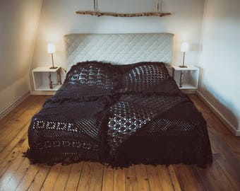 Designer ceiling quilt bed cover made from vintage knitting by TIPIYEAH