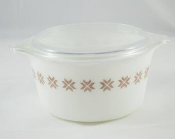 Vintage Pyrex town and country 473 with Lid