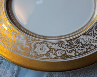 Stunning MINTON porcelain ball plate/ luncheon plate / afternoon tea plate