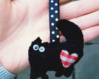 Habdnade felt black cat keyring keychain gift for a cat lover