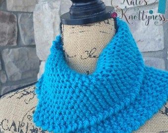Knitted 'Off the seams' cowl / neck warmer