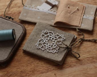 Travel sewing kit Embroidery travel Needlebook Pin&Needle case Vintage Linen Pincushion Sewing needles organizer Sewing Crafter's gift