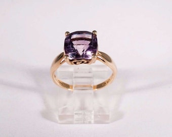 10K Yellow Gold Cushion Cut Amethyst Ring, size 8