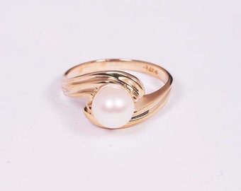 14K Yellow Gold Pearl Ring, size 6
