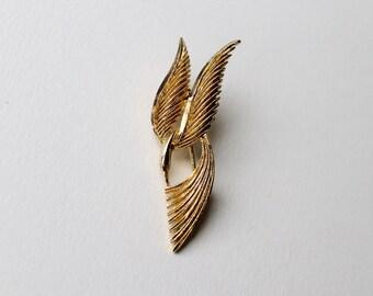 Vintage Sphinx gold flying bird brooch. 1960's Sphinx textured flying bird brooch. Vintage bird in flight brooch. Gold bird brooch stamped.