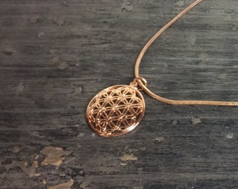 Life flower rose gold necklace