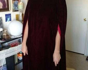 Vintage 1940s 1950s union made dark red velvet opera cape amazing shape women's size small/medium gothic witch