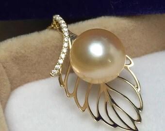 Beautiful hallmarked 14ct yellow gold south sea golden pearl pendant