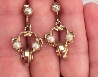 Small chandelier faux pearl screw back earrings-vintage earrings-vintage costume jewelry