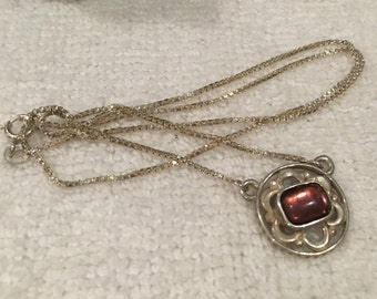 Absolutely Gorgeous Vintage Art Deco Style Sterling Silver-LAVALIER Necklace-Reflective AMETHYST Cabochon-43cm or 17 inches-Italian Made