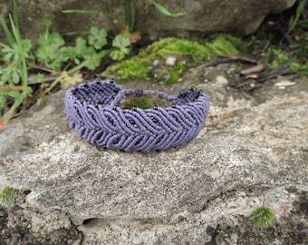 Bracelet of macrame lilac with drawing Celtic bay leaf. Celtic macrame bracelet